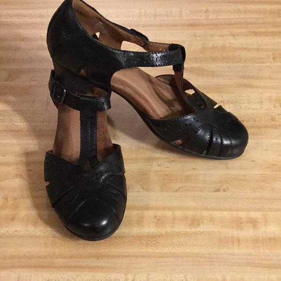 e5cb8b5ac67 Cobb Hill Shoes - COBB HILL by New Balance Annabelle T-strap Pump